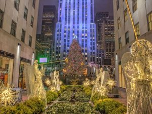 Christmas tree in Rockefeller Center attracts many visitors in Manhattan