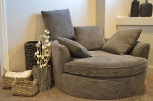 Sofa - Pick the right moving service and ensure your belongings' safety.