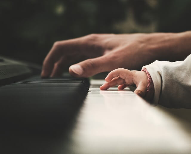 Piano movers NYC will take a good care of your piano, so big and kids' hands can play it!